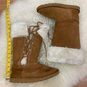 UGG Women's Laced-Up Brown Boots w/ faux fur- Sz 8